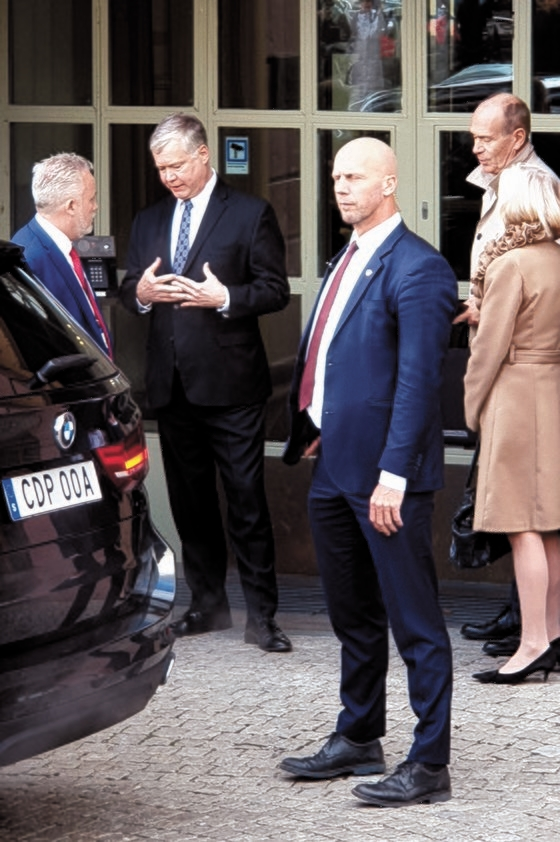 米国のビーガン北朝鮮担当特別代表が4日、スウェーデン外務省の関係者と会った後、外務省庁舎から出てきている。 キム・ソンタク特派員