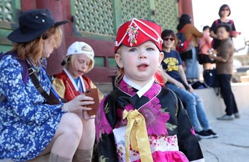 ソウル故宮を訪れた外国人観光客