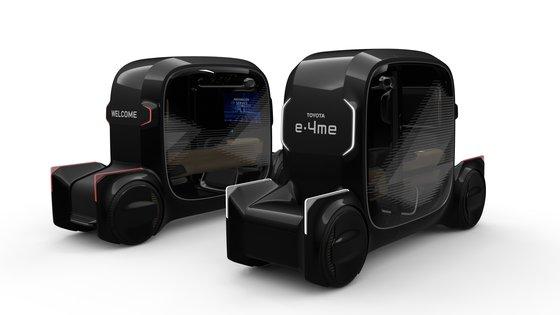 パーティー、ドレスルーム、カラオケも可能な1人自動運転車「e-4me」。[写真 トヨタ]