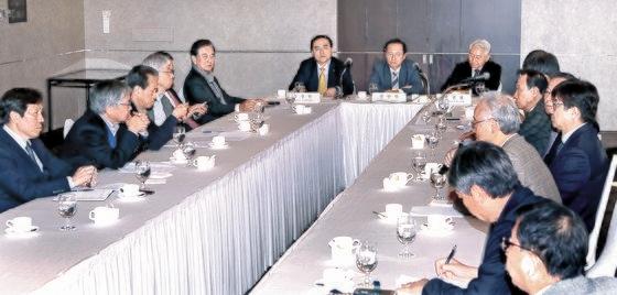 14日、ソウルのロッテホテルで財団法人「韓半島平和構築」の政策討論会が開かれた。 チェ・スンシク記者