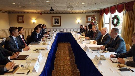 韓米防衛費交渉代表団が4日(現地時間)、米ワシントンで第11次韓米防衛費分担特別協定(SMA)締結のための4回目の会議を開いた。会議は前日から2日間行われた。[写真 在米韓国大使館提供]