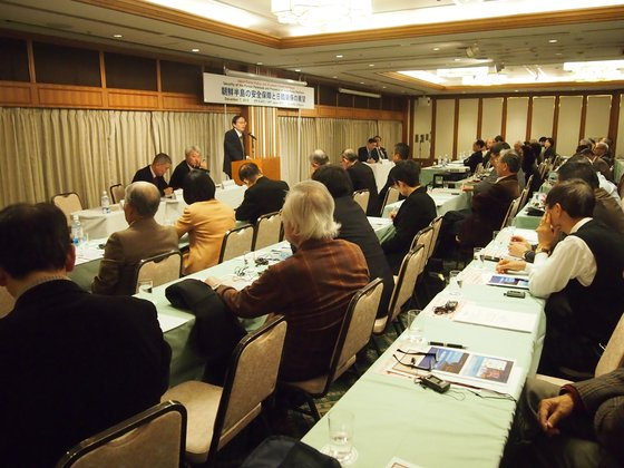 「朝鮮半島の安全保障と日韓関係の展望」を主題に今月7日、東京で開かれた日韓平和政策学術フォーラム(日本平和政策研究所、韓国平和研究学会共同主催)で東洋大学の西川吉光教授が発言している。[写真 韓国平和研究学会]