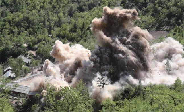 北朝鮮は2018年5月24日、咸鏡北道吉州郡豊渓里核実験場を閉鎖するため爆破作業を断行した。[写真 共同取材団]