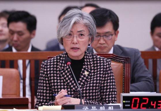 康京和(カン・ギョンファ)外交部長官が昨年11月、国会外交統一委員会全体会議で議員の質問に答えている。 イム・ヒョンドン記者