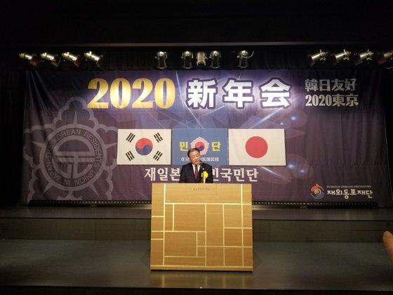 姜昌一・韓日議員連盟会長が10日、東京都港区八芳園で開かれた在大韓民国民団新年会に参加し、祝辞を述べている。ユン・ソリョン特派員