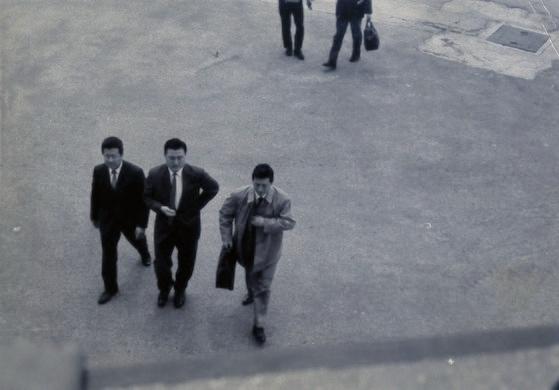 韓日が国交正常化した1965年、当時44歳の辛格浩ロッテ名誉会長はカバンを直接持って随行員2人とともに金浦空港に降り立った。現在韓国財界5位に成長したロッテの旅程の出発点だった。日本で製菓事業により大きな成功を収めた辛名誉会長は、日本の国籍取得の提案を振り払い、この時から故国に本格的な投資を始めることになる。辛名誉会長はその後のインタビューで、「韓日国交正常化を見守りながら祖国のために何でもしなければならないと考えた」と打ち明けたことがある。