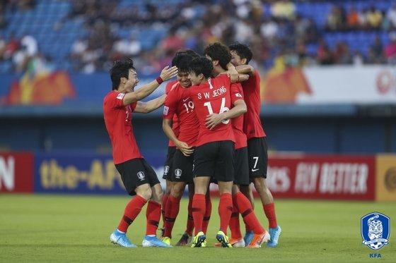 U-23アジア選手権大会で得点後に喜ぶ韓国選手。