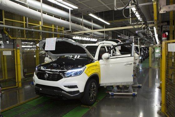 双竜自動車が中国から受給している部品の受給支障のため来月平沢工場休業を検討中だ。写真は双竜車平沢工場の生産ラインの様子。ユン・ジョンミン記者