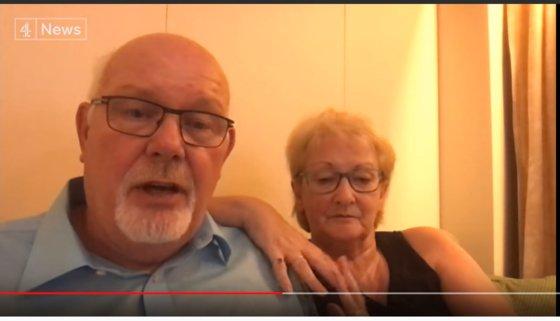 横浜港に停泊中のダイヤモンド・プリンセス号に乗った英国人夫妻。夫妻はスマートフォンで英ニュースチャンネルとインタビューし、「監獄に閉じ込められたようだ」と話した。[ユーチューブ キャプチャー]