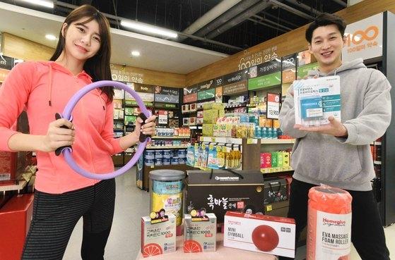 韓国大手スーパーのホームプラスは免疫力増強に役立つ食品と室内空気管理家電、運動用品など関連商品を販売する「全国民健康UPプロジェクト」企画展を進めると11日、明らかにした。[写真 ホームプラス]