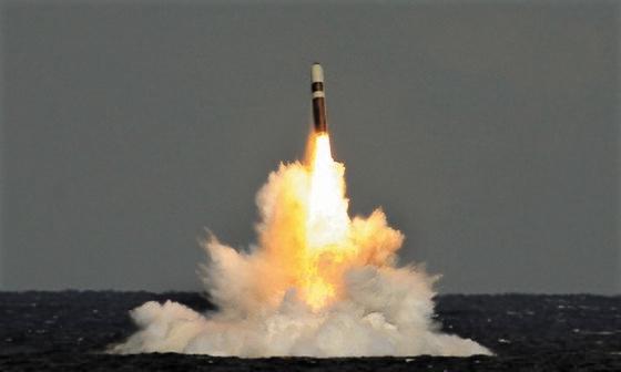 トライデントSLBMミサイル[写真 米海軍]