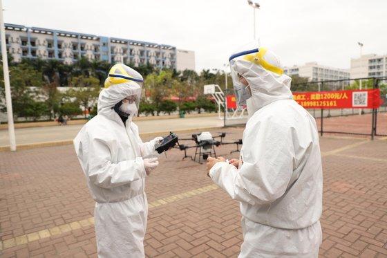 民間のドローンおよび航空写真技術企業DJIが中国内の新型コロナ退治のために自社のドローンを投入した。[写真 DJI]