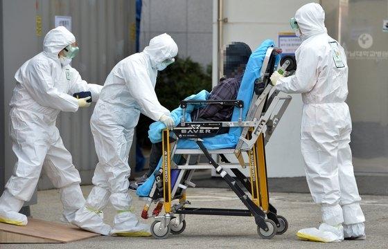22日に大田で初めての新型肺炎患者が発生した。ある患者が大田の忠南大学病院選別診療所に移送されている。フリーランサー キム・ソンテ