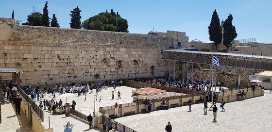 歴史の現場であるエルサレム旧市街地「嘆きの壁」。[中央フォト]