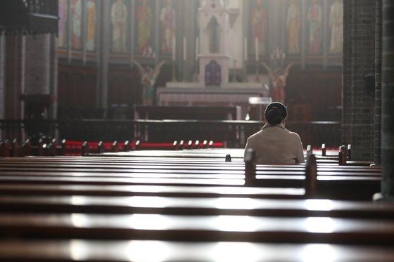 新型肺炎の余波で天主教ソウル大教区の明洞聖堂が26日から来月10日までミサを中断する。チャン・ジニョン記者