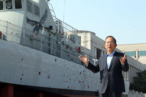 先月30日、金泰栄(キム・テヨン)元国防部長官がソウル龍山区にある戦争記念館のチャムスリ357艇実物模型の前で中央日報のインタビューに応じた。 キム・ソンリョン記者