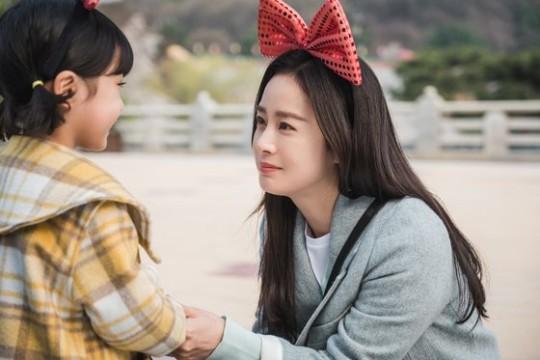 ドラマ『ハイバイ、ママ』でゴーストママのチャ・ユリを演じた女優キム・テヒ。[写真 tvN