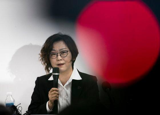 正義記憶連帯の李娜栄(イ・ナヨン)理事長が11日午前、ソウル麻浦区(マポグ)「人権財団サラム」で開かれた慰安婦被害者後援支援金問題関連の記者会見で立場を表明している。チャン・ジンヨン記者