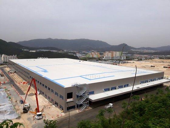 現代モービスが蔚山の二化産業団地に15万平方メートル規模で作っている電気自動車専用部品工場建設現場の様子。7月に完工し、試験生産を経て来年初めから量産に入る。キム・ヨンジュ記者