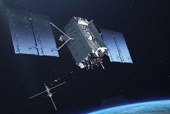 米軍に位置やタイミングなどの情報を提供する核心資産のGPS衛星[写真 米空軍]