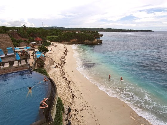 インドネシア・バリ島の浜辺。[中央フォト]