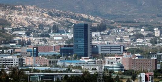 韓国から見た開城工業団地一帯。
