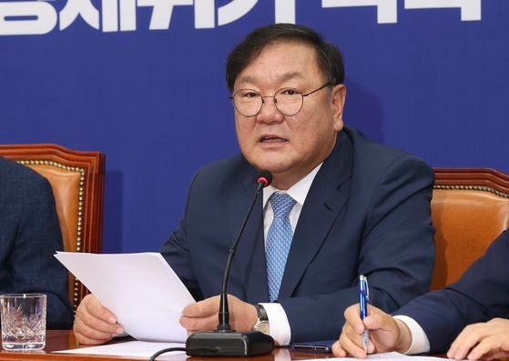 韓国与党「共に民主党」の金太年・院内代表が24日午前、国会で開かれた党最高委員会議で発言している。 イム・ヒョンドン記者