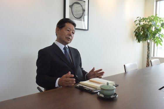 昨年10月、中央日報のインタビューに答えている船橋洋一氏。今月25日のインタビューは新型コロナ予防のため、ビデオ会議形式に行われた。ユン・ソルヨン特派員