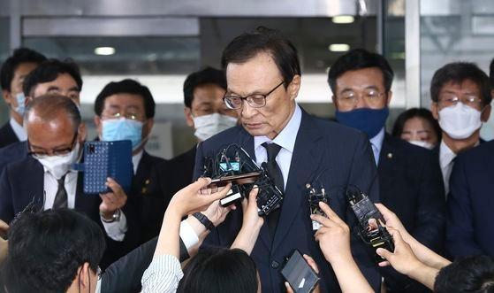 李海チャン共に民主党代表が10日、故朴元淳ソウル市長の葬儀場で、取材陣の質問に不快感を表している。 チャン・ジニョン記者