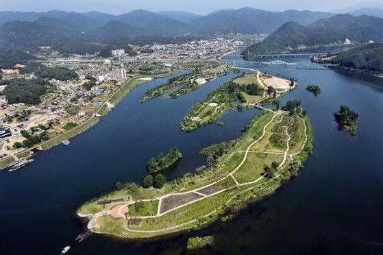 京畿道加平郡の北漢江上流にあるチャラ島の普段の風景。[写真 加平郡]