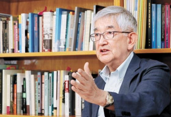 崔章集高麗大名誉教授は4日、ソウル光化門研究室で「ろうそくデモ後の民主主義の退行を停止させられるかが新しい問題」と述べた。 チェ・チョンドン記者