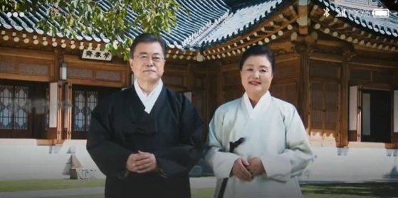 韓国の文在寅大統領(左)と金正淑夫人(右)[青瓦台映像キャプチャー]