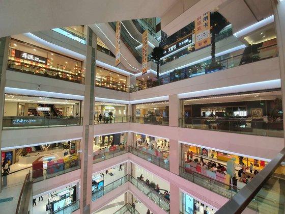 朝陽区にある大悦城ショッピングモール。6階右側に日本式焼き肉店の牛角、7階左側に日本式うなぎ店などが位置している。パク・ソンフン特派員