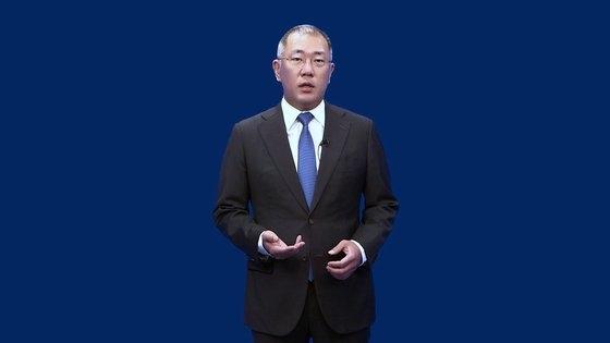 現代自動車グループの鄭義宣新会長が14日午前、世界の役員社員に送ったビデオ就任メッセージで発言している。[写真 現代自動車グループ]