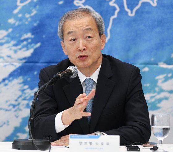 北朝鮮大学院大学の安豪栄(アン・ホヨン)総長(2013~2017年駐米大使)。イム・ヒョンドン記者