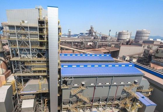現代製鉄唐津製鉄所焼結工場の大気汚染低減装置。[写真 現代製鉄]