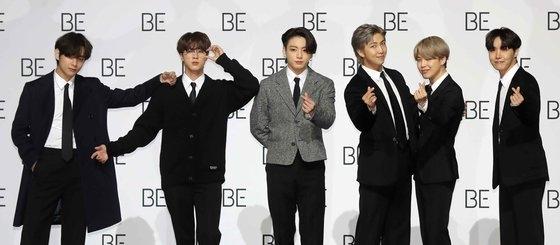 20日、ソウル東大門(トンデムン)デザインプラザで開かれた新アルバム『BE』の発売記念記者懇談会に参加したBTS。キム・サンソン記者