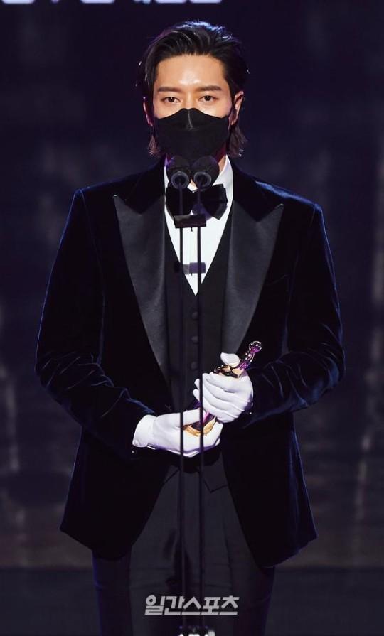 MBC演技大賞に出席した俳優パク・へジン
