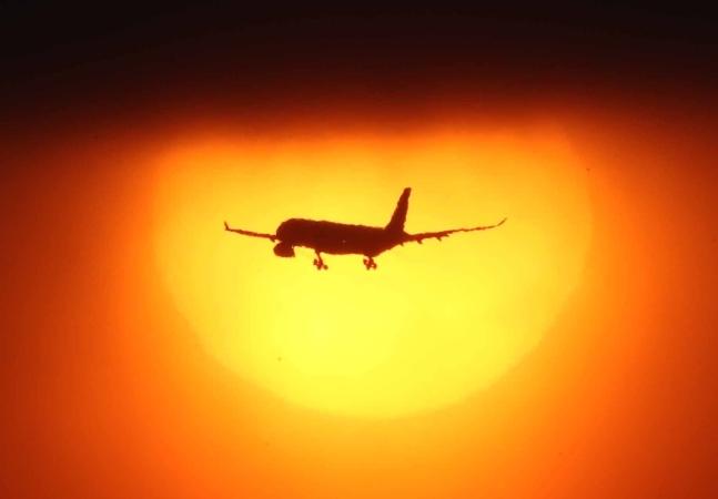 飛行機が飛び回る空の道を航路だと呼ぶ。