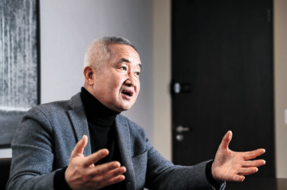 西江(ソガン)大学のチェ・ジンソク名誉教授は自分の考えを語ることを恐れない人だ。5日、ソウル事務室で会ったとき、「もともと重々しい威厳があるほうではないからかもしれない」と言って笑った。キム・ギョンロク記者