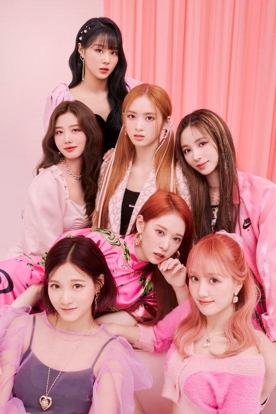 韓国人5人、日本人2人からなる7人組ガールズグループ、Cherry Bullet。[写真 FNCエンターテインメント]