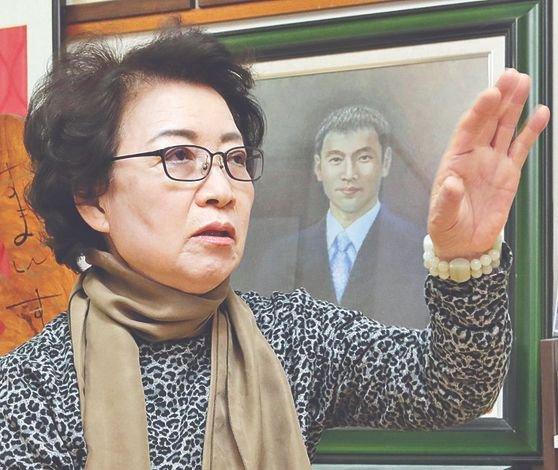 線路に転落した日本人を助けようとしたところ、入ってきた電車にはねられて死亡した韓国人留学生・李秀賢(イ・スヒョン)さんの母親の辛潤賛(シン・ユンチャン)さん。ソン・ボングン記者