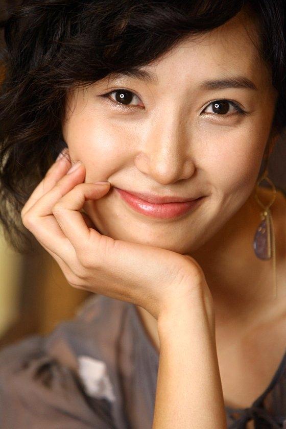 韓国映画『友へ チング』でユ・オソンの恋人ジンスク役、MBC(文化放送)ドラマ『白い巨塔』でキム・ミョンミンの恋人役として出演した女優キム・ボギョンさん。