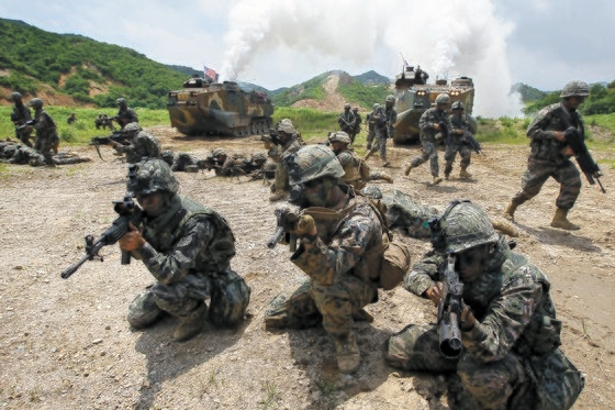 2018年9月6日、浦項市(ポハンシ)海兵隊訓練場で実施された韓米海兵隊の連合空地戦闘訓練。