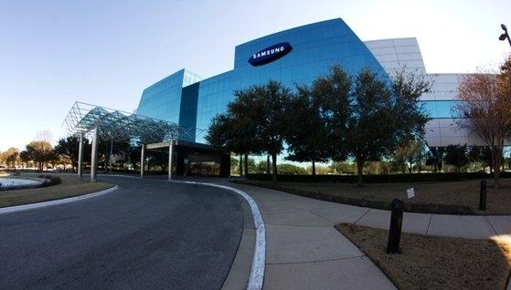 サムスン電子が米テキサス州で運営するオースティン半導体工場。従業員数は3000人ほどで、昨年上半期には2兆1400億ウォン台の売り上げを記録した。[写真 サムスン電子]