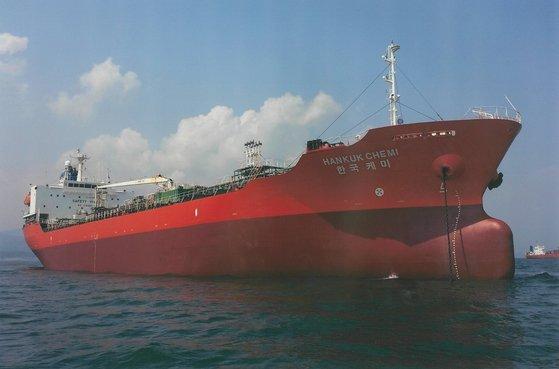 先月4日からイランのバンダルアッバース港に抑留されている「韓国ケミ号」 [DMシッピング提供]