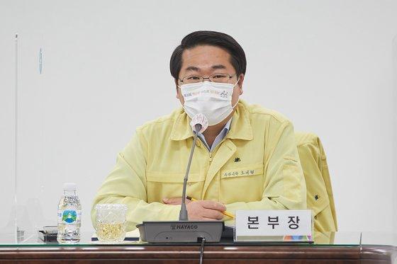 プロサッカーK2リーグ牙山FC球団オーナーの呉世賢(オ・セヒョン)牙山市長が、過去に女性暴力問題を起こした日本人サッカー選手に関する立場を明らかにした。[写真 牙山市]