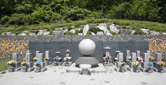 今月2日、京畿道広州市退村面(キョンギド・クァンジュシ・テチョンミョン)の福祉施設「ナヌムの家」に造成された追慕公園の全景。ウ・サンジョ記者