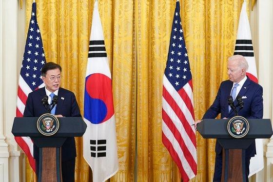 今月21日(現地時間)、文在寅(ムン・ジェイン)大統領とジョー・バイデン大統領は韓米首脳会談後にホワイトハウスのイーストルームで共同記者会見を行った。[写真 韓国青瓦台]
