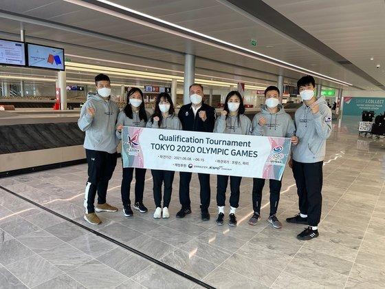 東京五輪最終予選に向けフランスに向かった空手韓国代表選手団。[写真 大韓空手連盟]